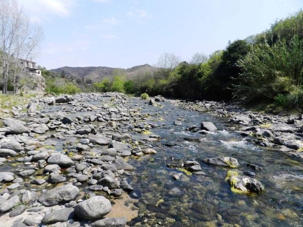 El zigzagueante y cristalino río Anisacate