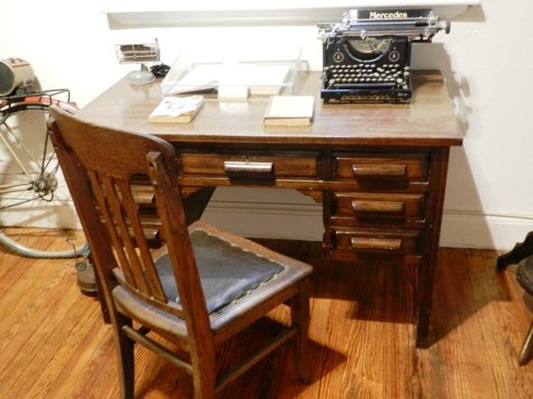 Escritorio y máquina de escribir que perteneció al Che. Alta Gracia
