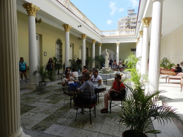 Patio en el Hotel La Sevillana