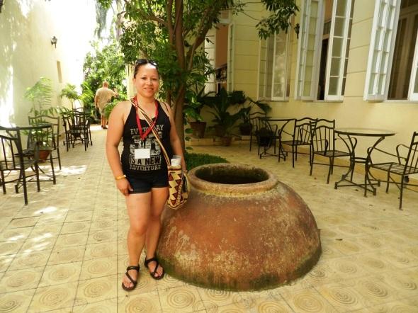 Yolima Castiblanco Daza en el Patio del Hotel El Marqués, Camagüey