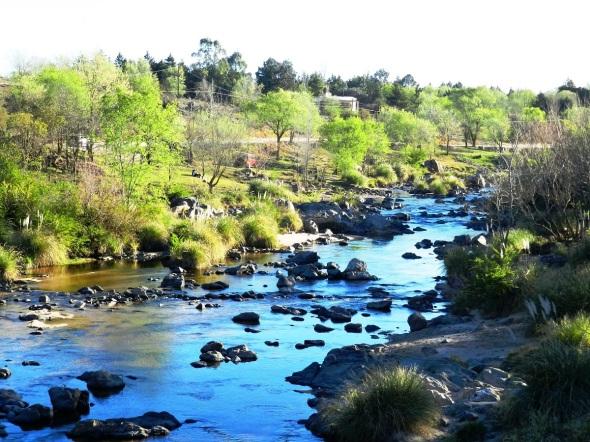 Aguas que corren en el río Los Reartes