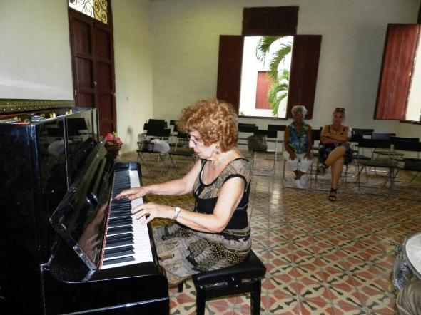 Alicia durante un ensayo en el Conservatorio de música José White de Camagüey