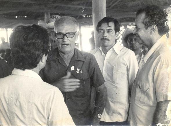 Antonio Cammañ Álvarez intercambia con el doctor Sergio del Valle