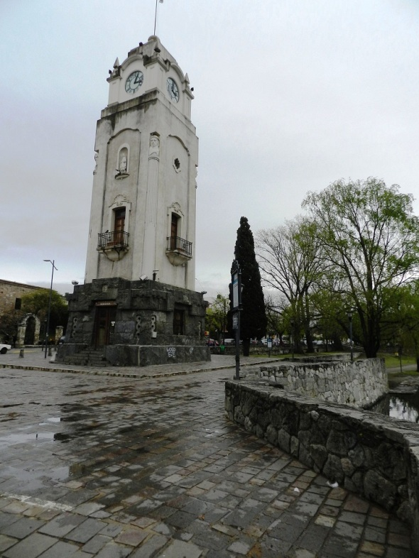 El reloj público fue instalado años posteriores en El Tajamar