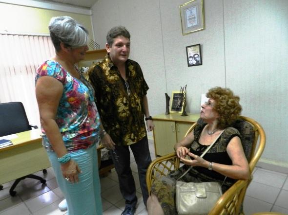 Irma Horta y Fernando Metrano intercambian con Alicia
