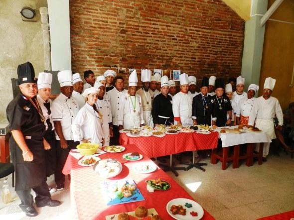 Chef, cocineros y alumnos. Foto Lázaro D. Najarro Pujol