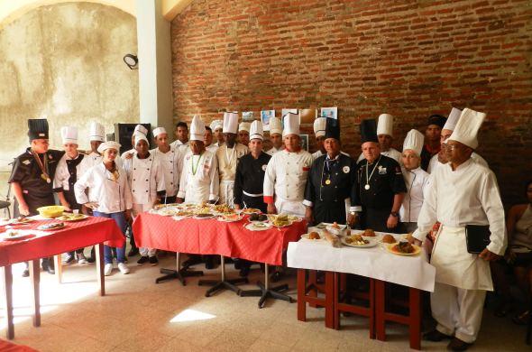 Chef, estudiantes, cocineros y profesores. Foto Lázaro D. Najarro Pujol