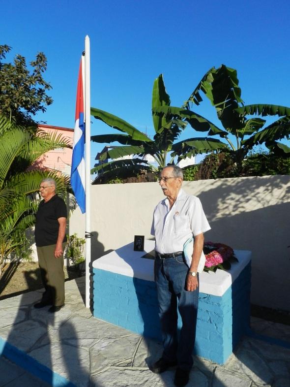 Combatientes rinden honores a Rodolfo Ramírez Esquivel y Domingo López Loyola