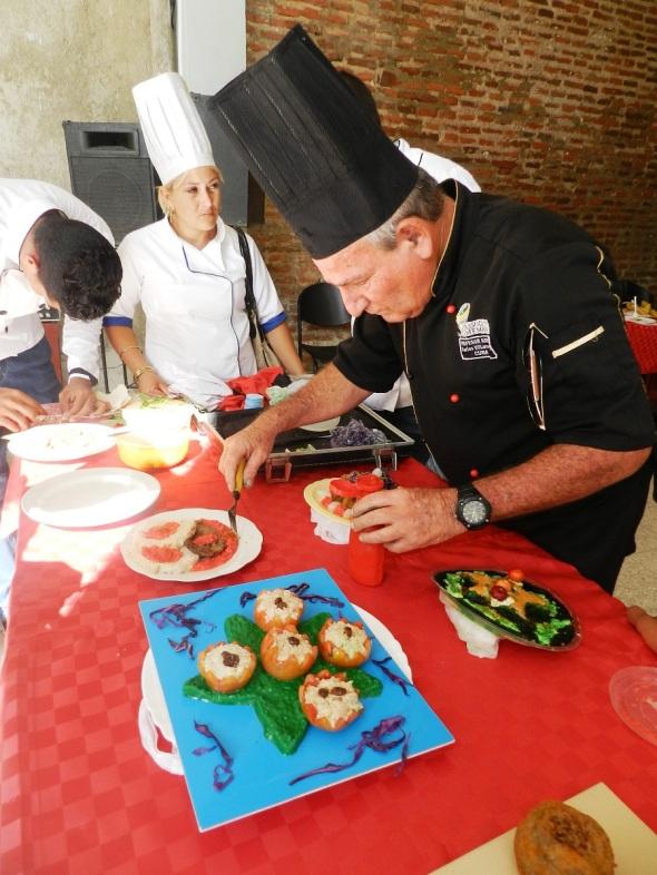 El chef Carlos Villarreal pone todo su empeño en la preparación de los platos, Foto Lázaro D. Najarro Pujol