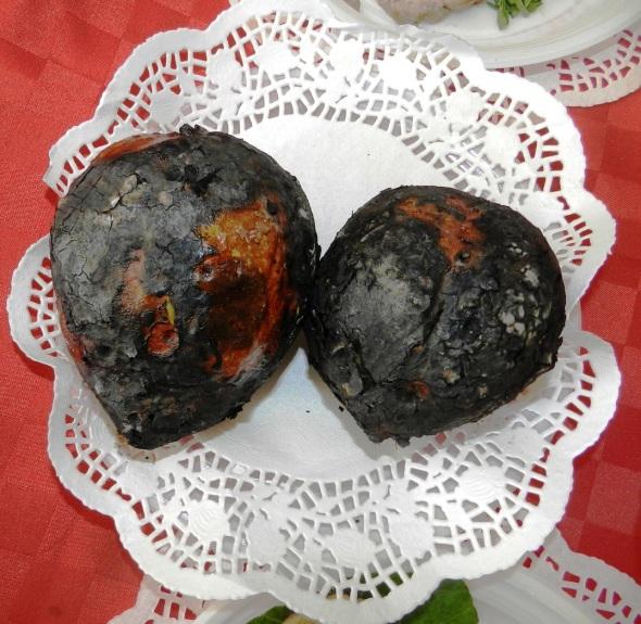 En los tempranos anocheceres de invierno, hacer fuego para calentar las manos, comer batatas asadas (tubérculo dulce) o naranjas. Foto Lázaro D. Najarro