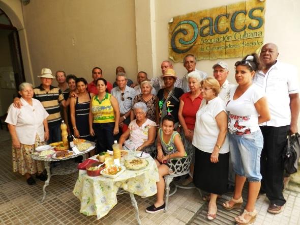 Integrantes del club de los 120 años en Camagüey se preocupan por una alimentación sana.