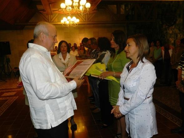 La loable actitud de quienes de forma altruista y solidaria contribuyeron a la recuperación del Batey del Central Jaronú. .Foto Lázaro D. Najarro