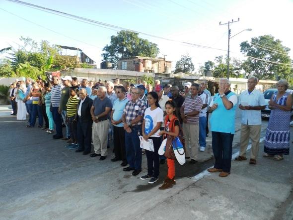 Las máximas autoridades del Partido, el goberno y de los combatientes, junto al pueblo acudieron al homenaje
