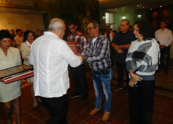 Reconocimiento a quienes se destacaron en la remodelación del Batet Jaronú. .Foto Lázaro D. Najarro.