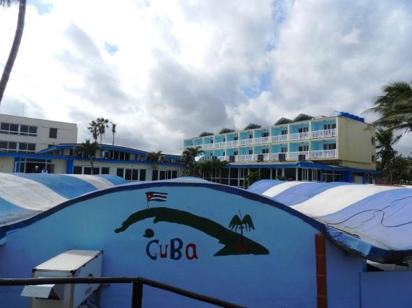 El hospedaje, del Grupo hotelero Gran Caribe, dispone de 92 habitaciones distribuidas en dos edificios de tres plantas