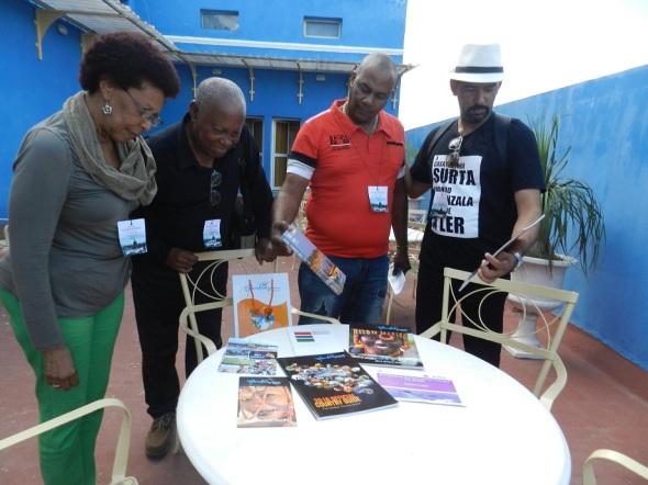 Señor Charles Mustafha Camara entregó al comité camagüeyano de la Ruta del Esclavo un donativo