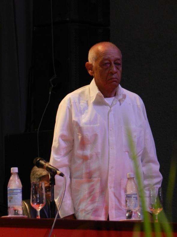 Yaquelin Estrada Socarrás, presidenta de la comisión de Candidatura Municipal dio lectura a la biografía de cada uno de los candidatos
