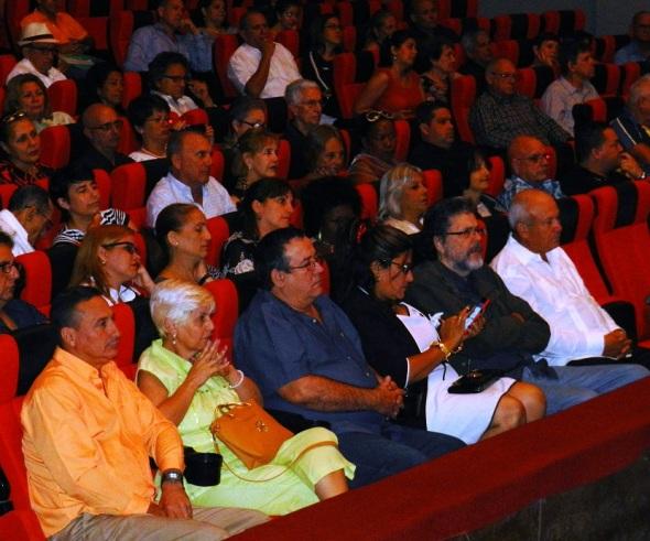 Concurrieron a la ceremonia, efectuada en el teatro Avellaneda, en esta ciudad de Camagüey, Jorge Luis Tapia Fonseca, miembro del Comité Central del Partido C