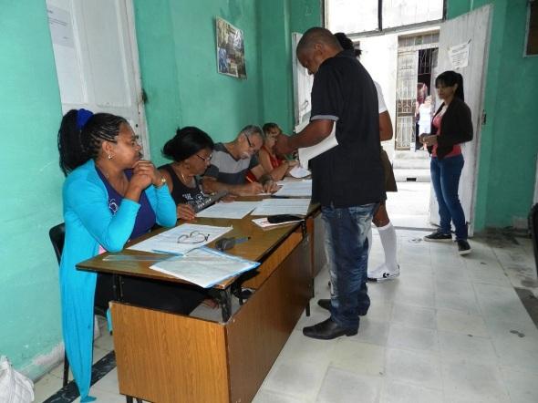 Las autoridades electorales en el territorio declararon abiertos los colegios habilitados para los comicios