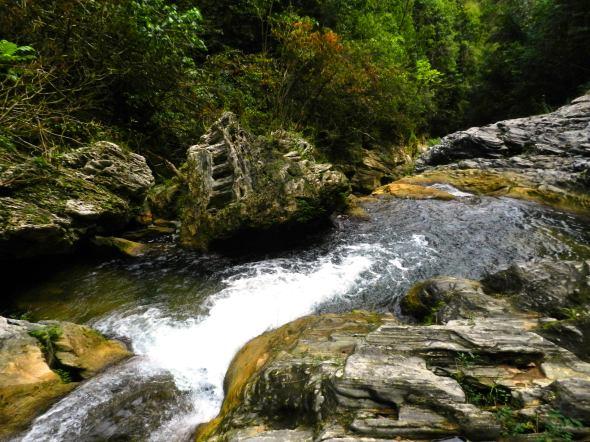 Piscina de Cascada de Caburní