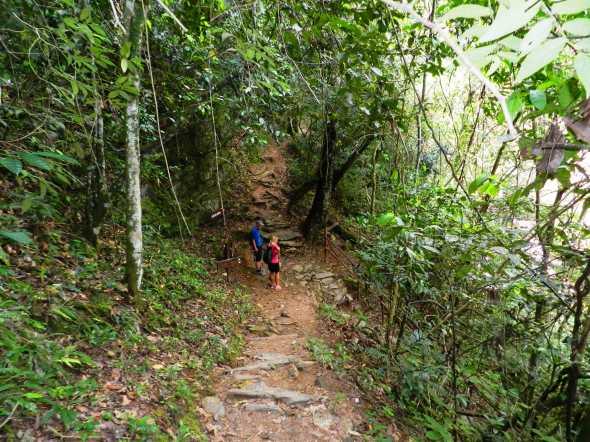 Sendero de Caburní cautiva al visitante no obstante la agotadora travesía de 700 metros montaña abajo