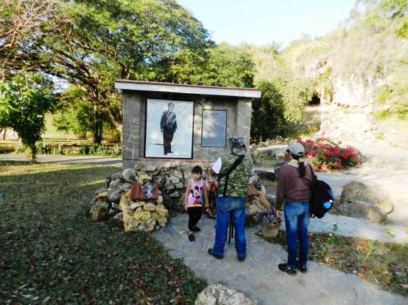 Visita al Monumento a que perpetúa la memoria de Alberto Delgado (2)