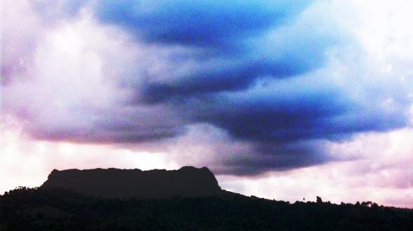 Atardecer tormentoso sobre El Yunque