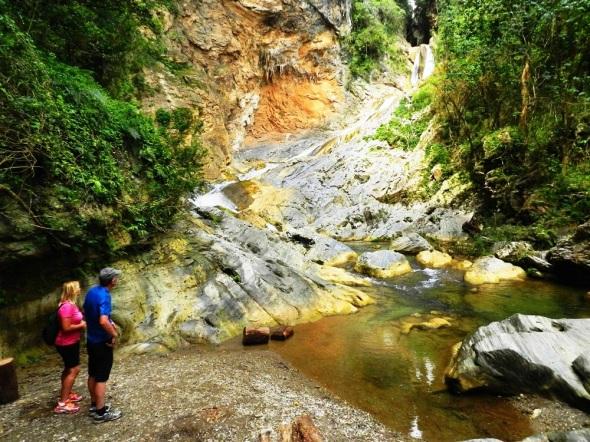 Quien visite Topes de Collantes y no disfrute de Salto de Agua de la Cascada Caburní se perdería uno de los principales atractivos
