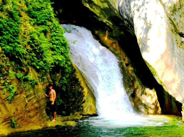 Salto de Agua de la Cascada Caburní