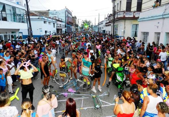 Miles de personas presenciaron la primera noche del Paseo del San Juan Camagüeyano 2018