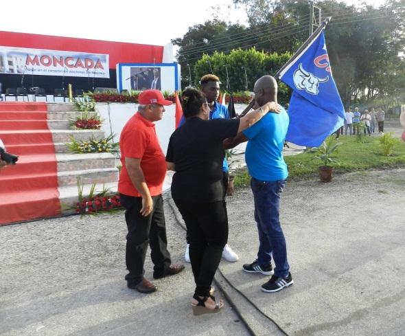 Abanderamiento equipo de béisbol de Camagüey