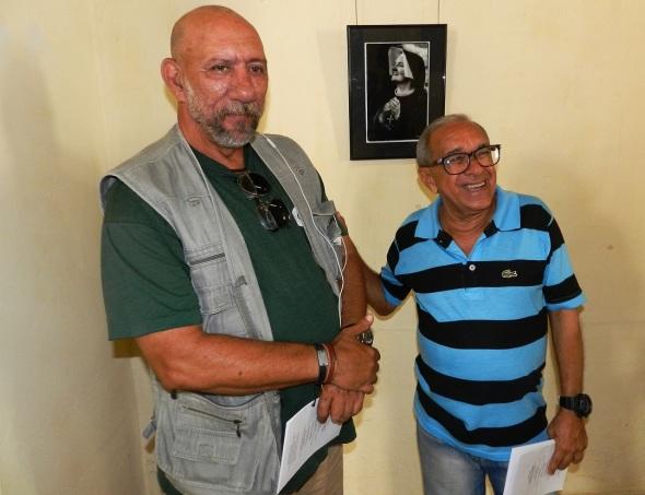 Curador Jorge Santos a la derecha,