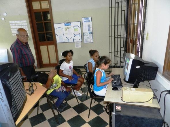 Los alumnos utilizan las nuevas tecnologías de la información