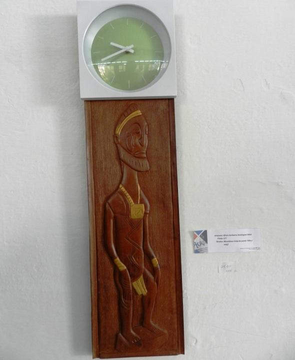 Autor Efraín Heroberto Dominguez Veloz. Sin Titulo  Tecnica Miscelánea, reloj de pared. Talla y reloj
