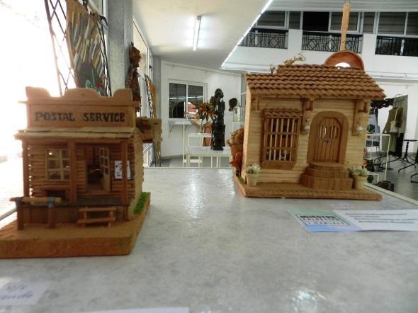 Autor Saadia Sánchez Serra. Titulos Varius y Colonial. Técnica Ensamblaje en madera. Manifestación Miscelánea