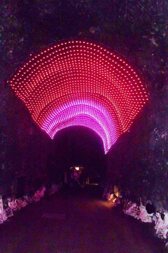 Luces multicolores en parte del recorrido