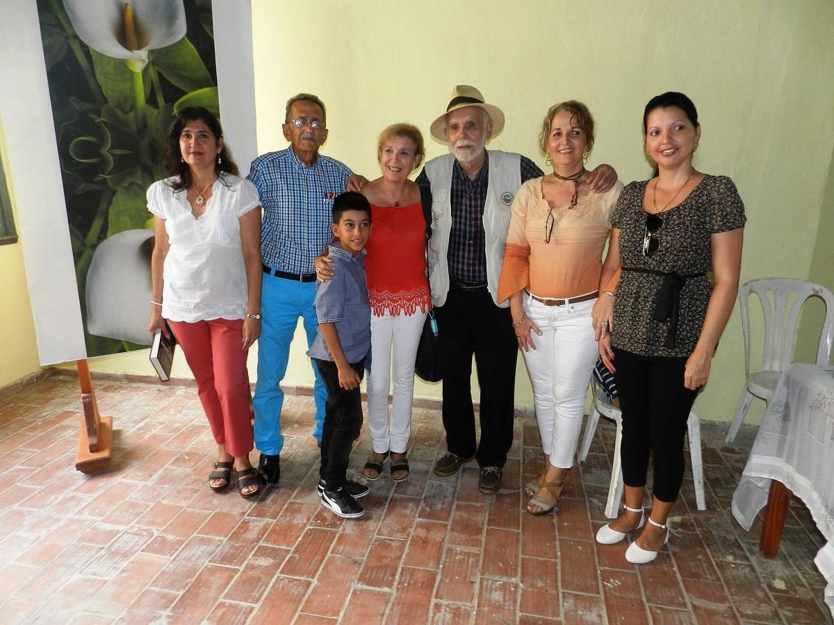 Ángel Graña González con familiares de Nuñez Jimenez y participantes en su conferencia