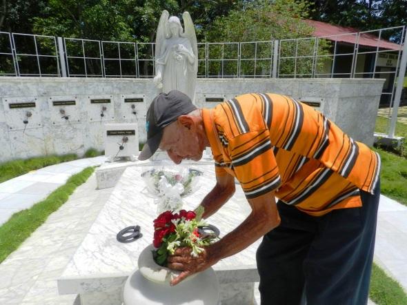 Desde que Lina falleció, el 6 de agosto del 1963 José se dedica ininterrumpidamente a cuidar el panteón