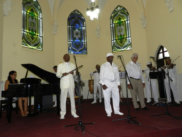 La bella época, con la cual continua defendiendo lo más auténtico de la música cubana y en especial el Danzón, el baile nacional