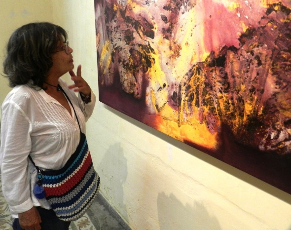 Dinámica de luz y visualidad fluida de colorido en exposición colectiva en UNEAC camagüeyana