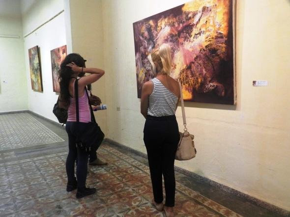 En la exposición se pueden apreciar lienzos de mediano y gran formatos de tres artistas de la plástica de la provincia de Camagüey