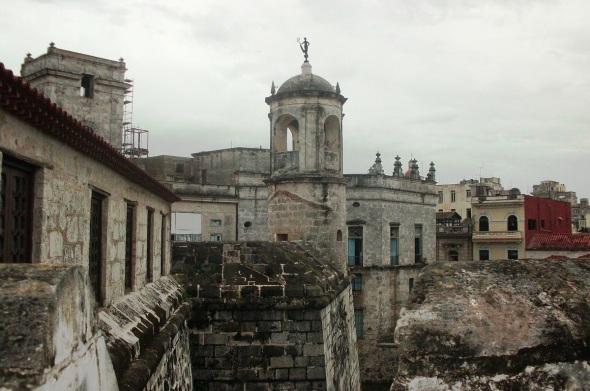 La estatuilla que yergue en el Castillo de la Real Fuerza es una réplica