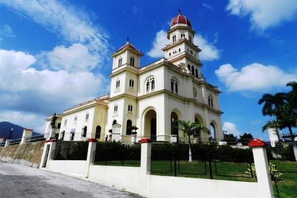 Santuario de Nuestra Señora de la Virgen de la Caridad del Cobre, Santiago de Cuba. Autor Lázaro David Najarro Pujol. Dimensión 12 x 18 cm