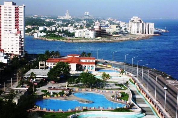Malecón de La Habana. . Autor Lázaro David Najarro Pujol. Dimensión 12 x 18 cm