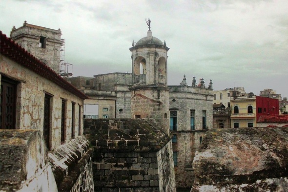Castillo de la Gran Fuerza con la Giraldilla, Habana Vieja. Autor Lázaro David Najarro Pujol. Dimensión 12 x 18 cm