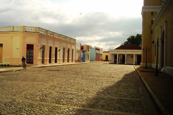 Plaza del Himno, otrora Plaza de la Iglesia Mayor San Salvador de Bayamo, Granma. Autor Lázaro David Najarro Pujol. Dimensión 12 x 18 cm