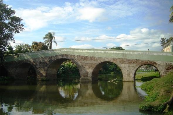 Puente sobre el río Yayabo, Sancti Spíritus. Autor Lázaro David Najarro Pujol. Dimensión 12 x 18 cm