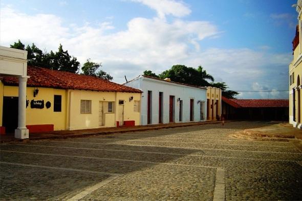 Centro histórico Bayamo, Granma. Autor Lázaro David Najarro Pujol. Dimensión 12 x 18 cm