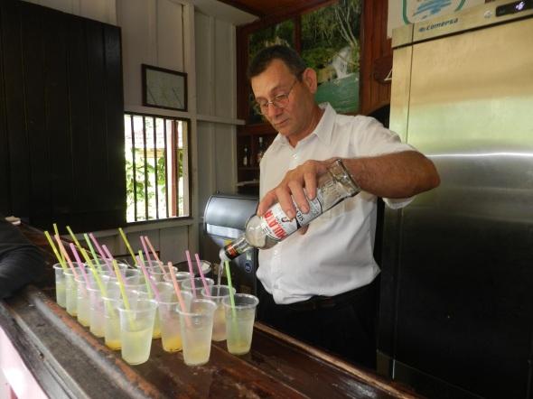 Al llegar al sitio nos ofrecen un cóctel de bienvenida en la casa de la Gallega.