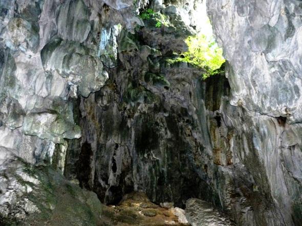 Cueva a pocos metros del Salto El Rocío